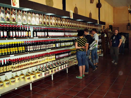 Wine & Tapas Tasting in Marbella - The Wine Shop. Worth a Visit if you Sampled Something you Like!